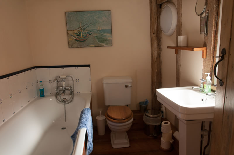 Ensuite bathroom Leman holiday cottage