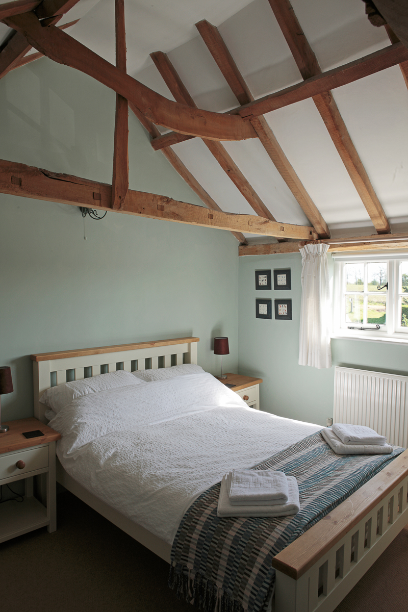 cosy double bedroom at 8 hill cottage