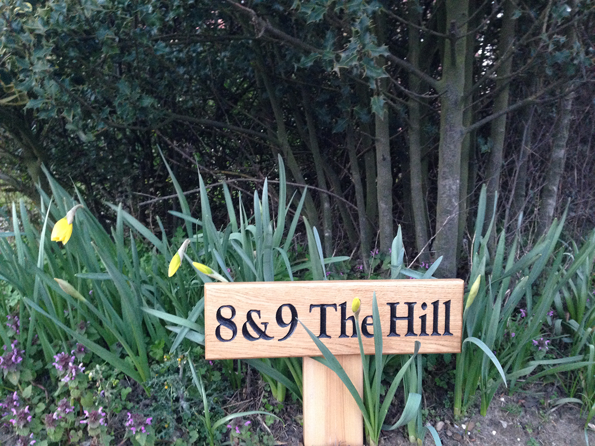 sign name 8 and 9 the hill cottages