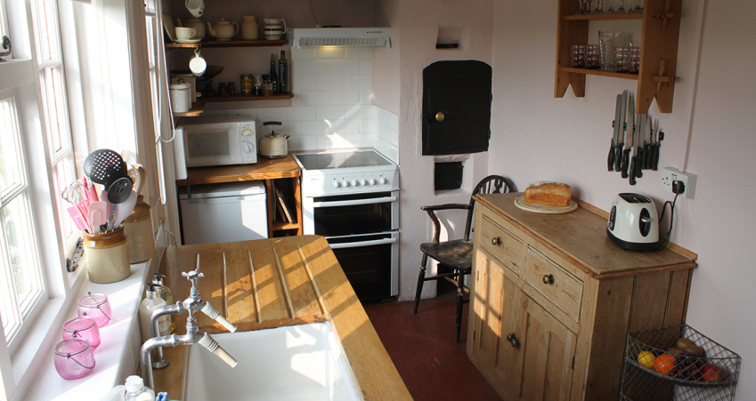 country cottage kitchen at 9 Hill Bramfield