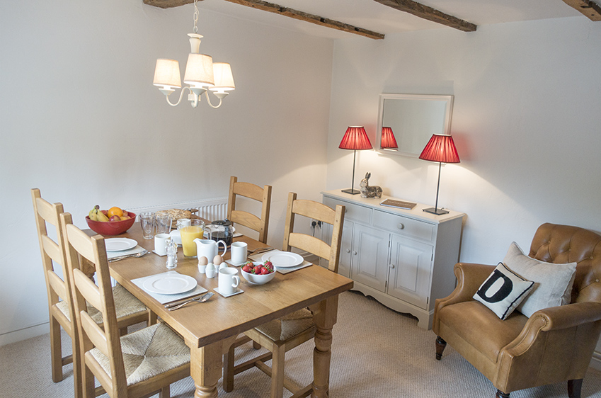 country cottage dining room at Dreadnought
