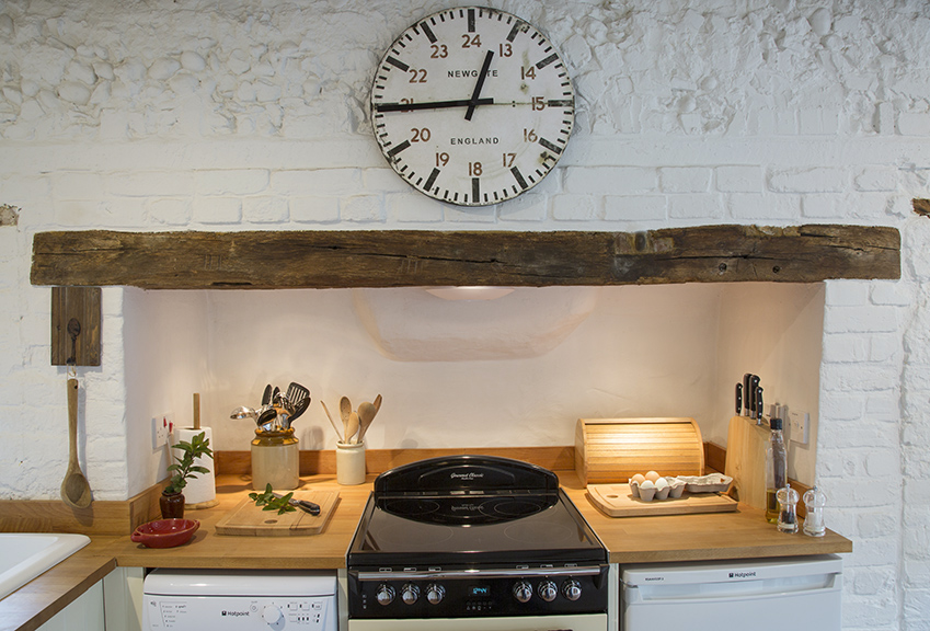 cooking oven and hob at Dreadnought holiday cottage