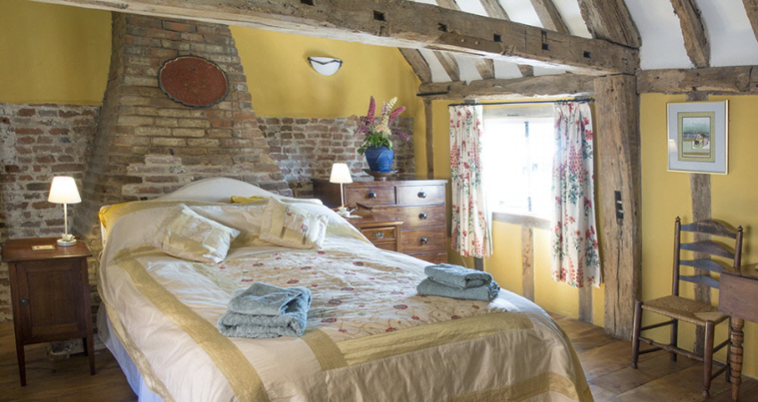 Kingsized bedroom at Leman Cottage, Suffolk
