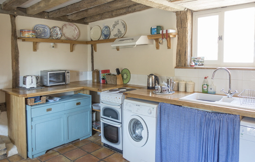 Well-equipped kitchen at Leman holiday cottage